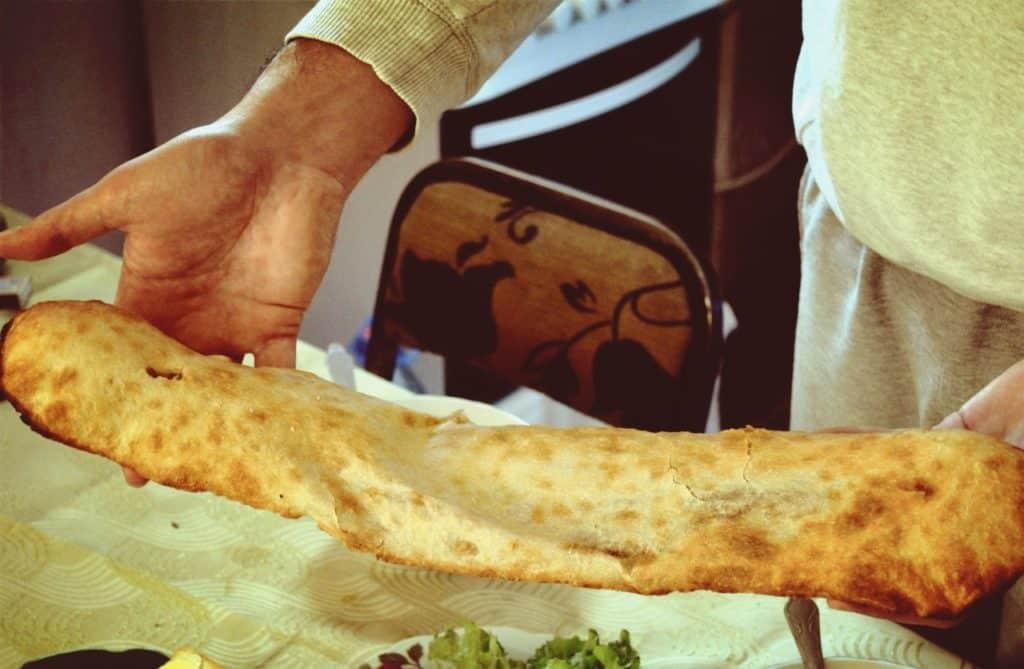 Грузинский хлеб шотис-пури