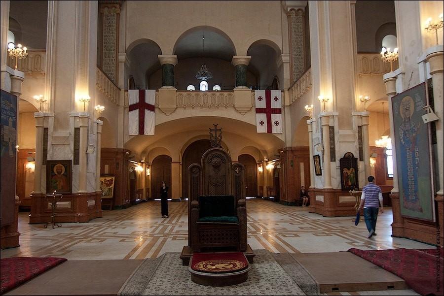 Цминда Самеба – главный грузинский православный храм