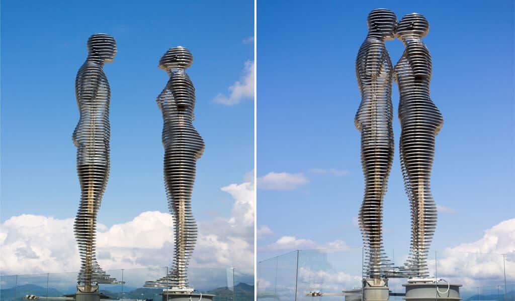 «Али и Нино» – двое влюбленных в одной скульптурной композиции