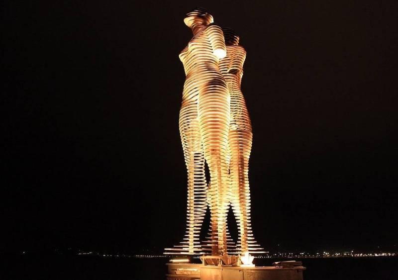 Скульптура мужчина и женщина в Батуми